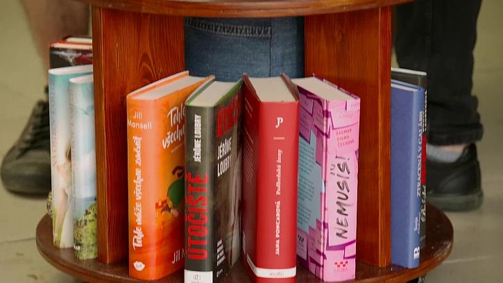 Knihy ve stolečku
