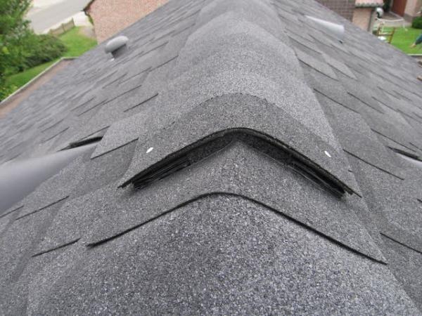 Rekonstrukce střechy – výměna eternitu za šindel
