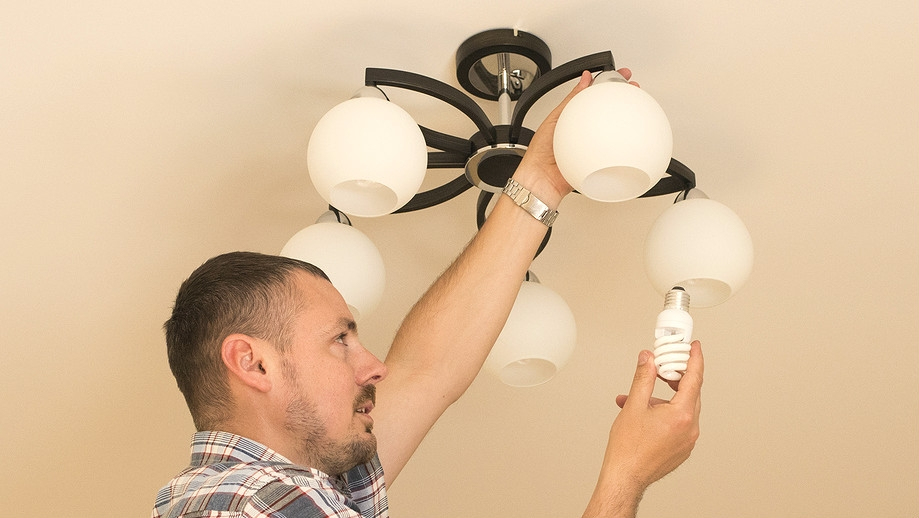 Jak snížit výdaje domácnosti? Neplýtvejte zbytečně elektřinou, vodou a teplem!