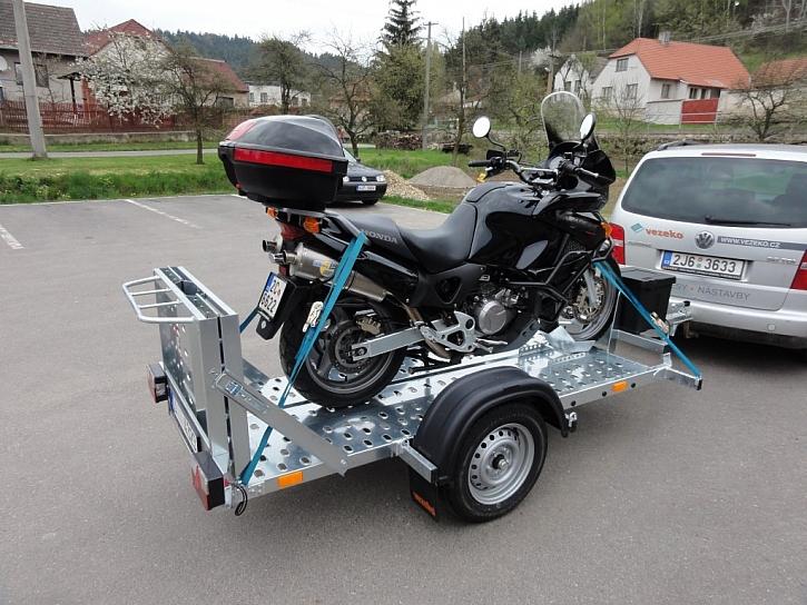 Přívěsný vozík za auto, který vás nenechá ve štychu