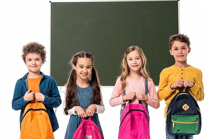 Za týden se už děti vrací do škol, mají vše připravené? A jak je to s rouškami ve škole? (Zdroj: Depositphotos)