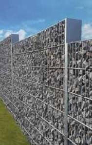 Sypané gabionové stěny.