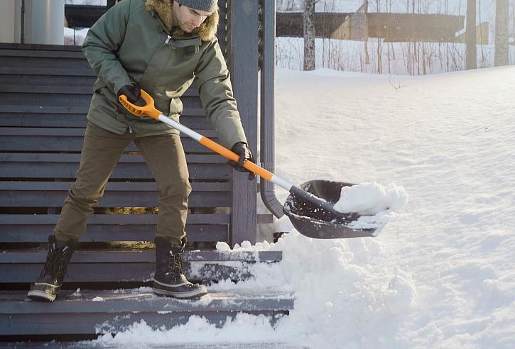 07_lopata_Fiskars_Action_Garden_SnowXpert_Shovel_1003468 (4)
