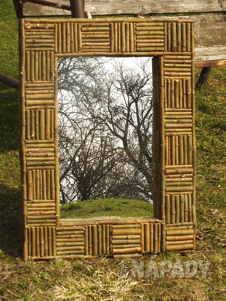 """Rám na zrcadlo s přírodní mozaikou z větviček (Zdroj: Pavel """"Kutil"""" Zeman)"""