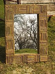 Rám na zrcadlo s přírodní mozaikou z větviček