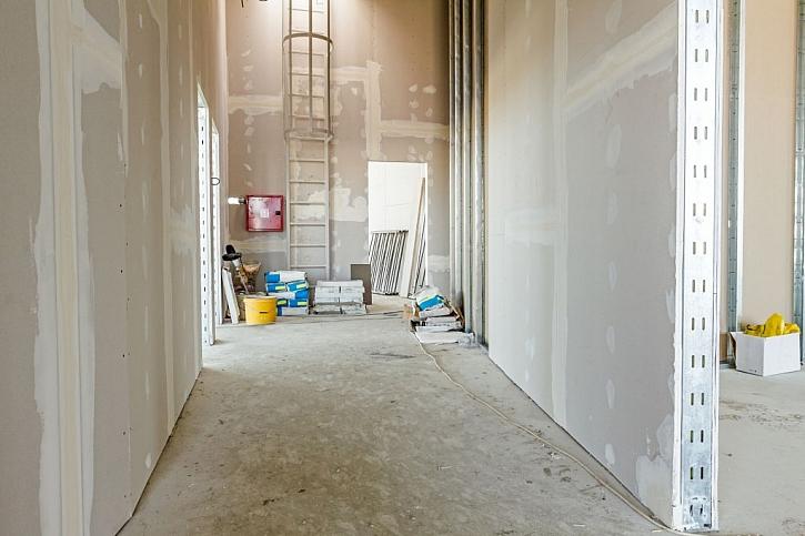 Suchá výstavba umožňuje rychlé a efektivní využití stavebních desek na podlahy i stěny
