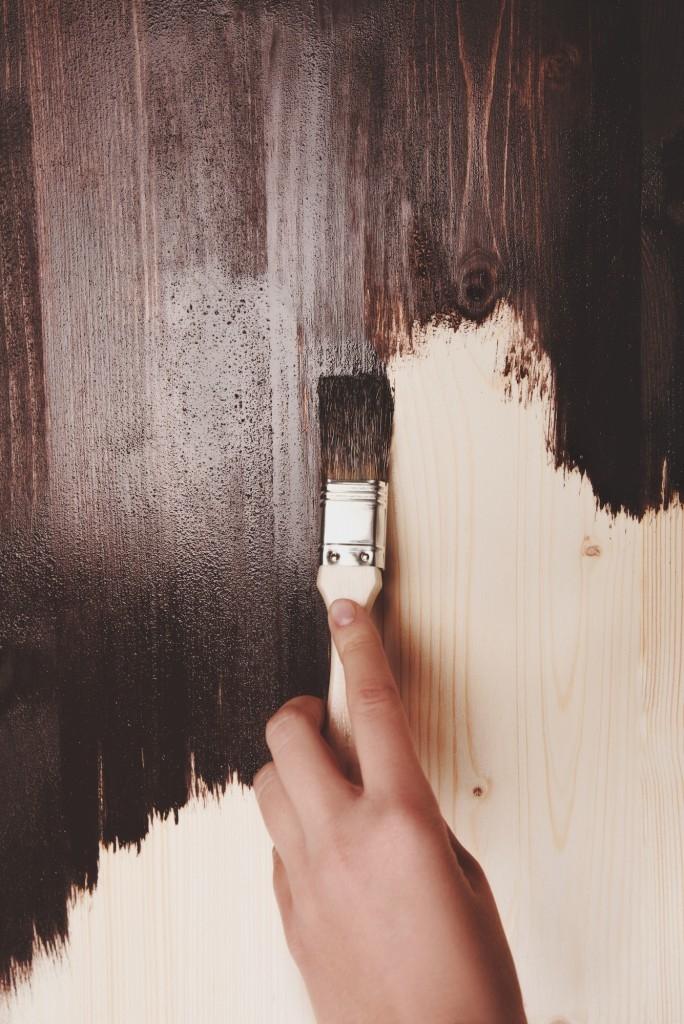 Tmavá lazura dá vyniknout struktuře dřeva