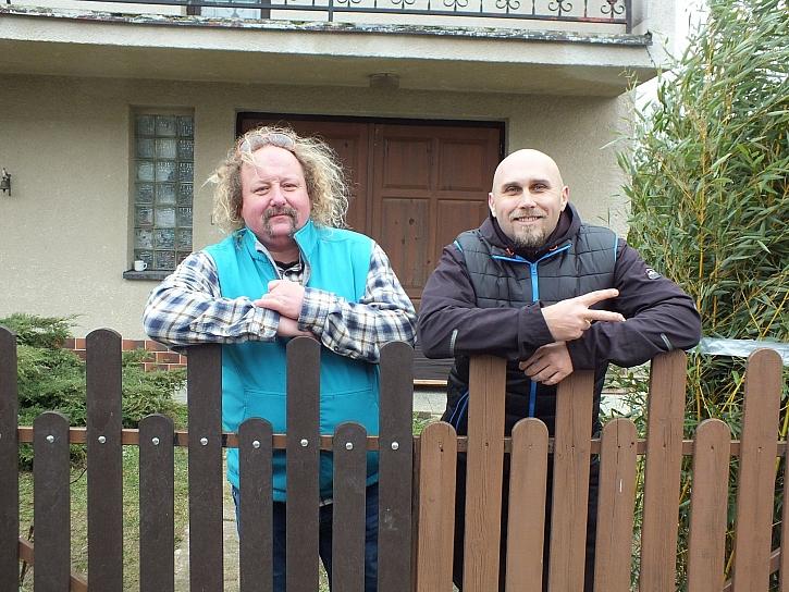 Renovace plotu plastovými plotovkami (Zdroj: HobbyPRstudio)