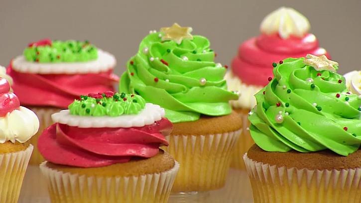 Sladké ozdoby pro vánoční zdobení cupcaku