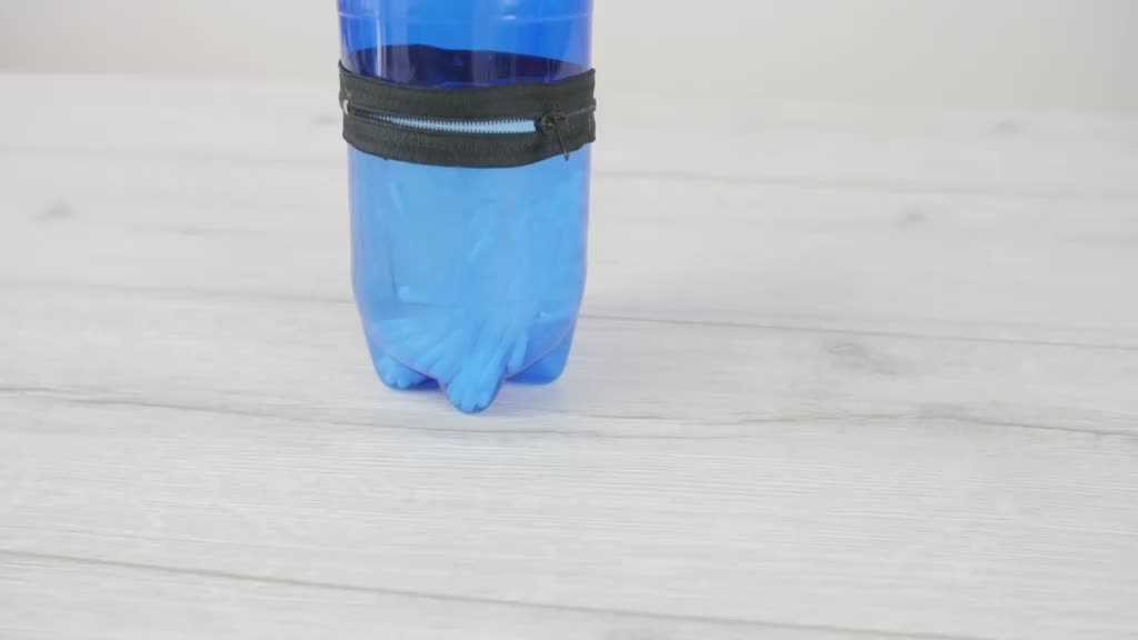 Vyrobte si praktický penál z obyčejné PET láhve