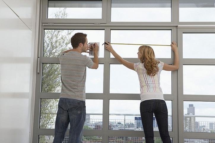 Sklo do okna měřte s 2mm rezervou po všech stranách drážky