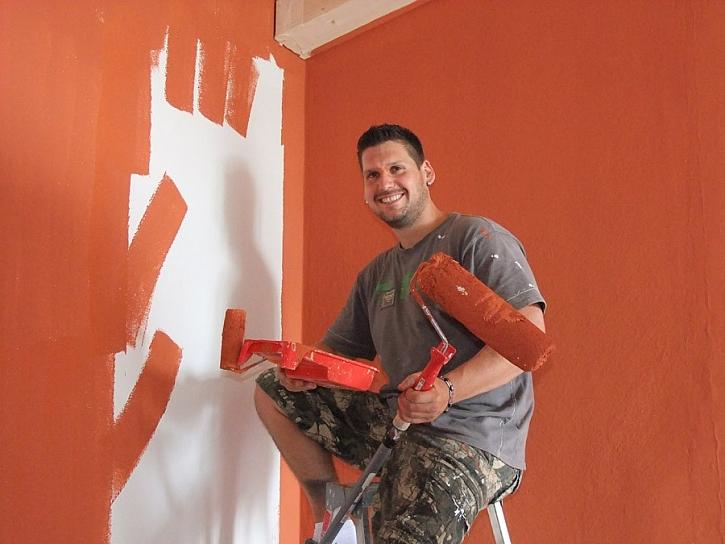 Remal - obývací pokoj v barvě cihel