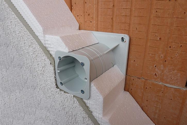 Elektroinstalační krabice umožní správnou montáž zásuvek do ETICS a eliminují tepelné mosty (Zdroj: HPI)