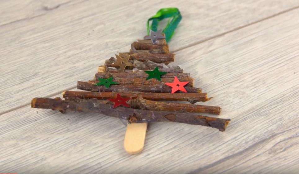 Vánoční ozdoba z větviček: Vyrobte si stromeček na stromeček