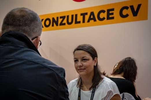 Součástí jsou i poradenská a konzultační centra