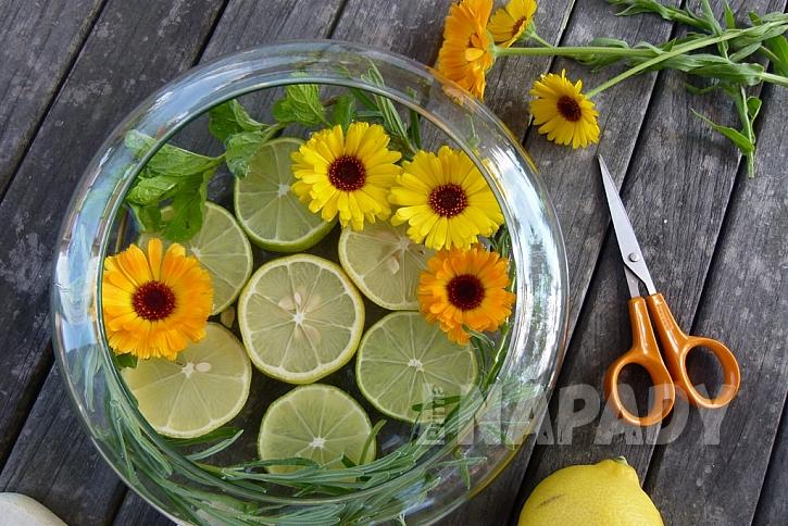 Dekorační miska s citrusy: přidejte květy měsíčku