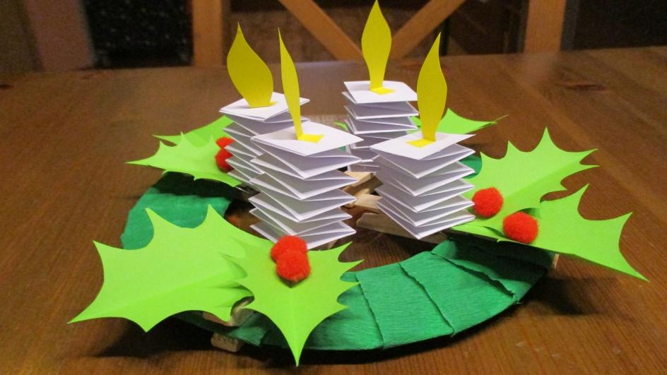 Adventní věnec z papíru: Svíčky neshoří, jehličí neopadá...