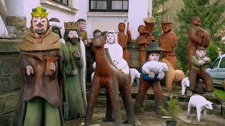 Vlastnoručně vyřezávané dřevěné sochy