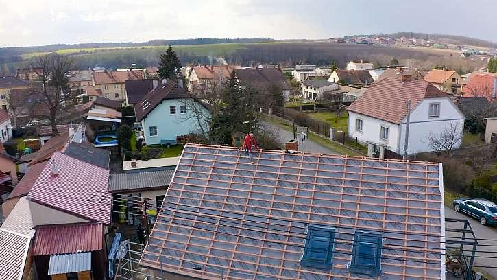Rekonstrukce sedlové střechy na rodinném domě (Zdroj: Prima DOMA)