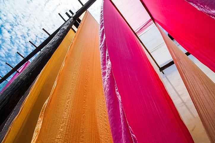 Díky přírodě můžeme docílit mnoha barevných odstínů na látce (Zdroj: Depositphotos)