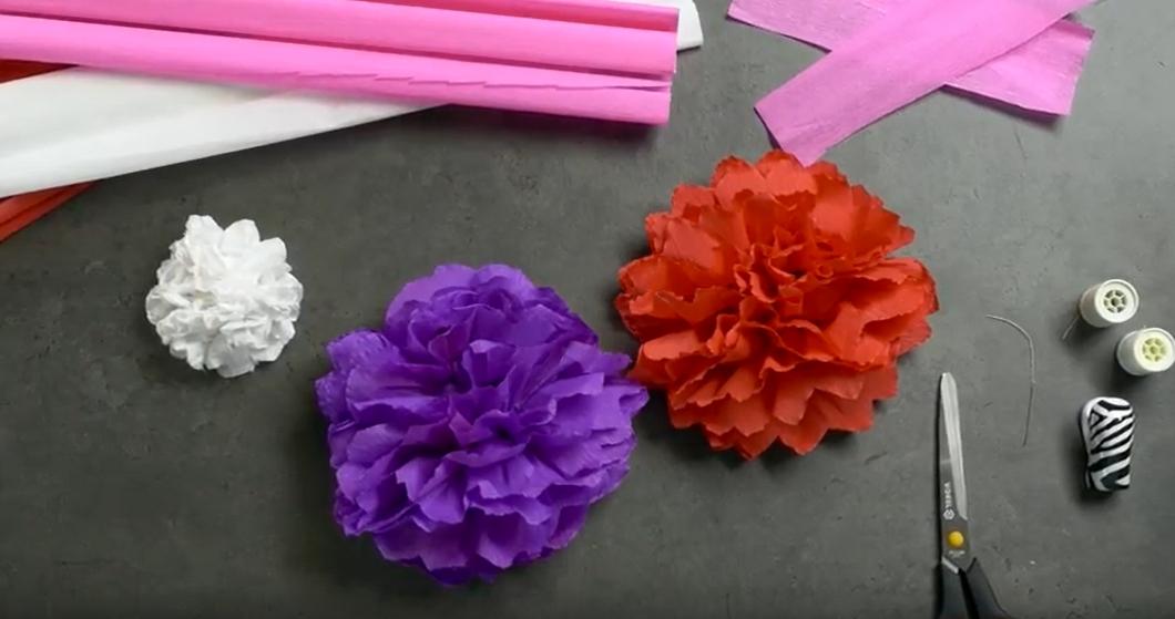 Obří květy z krepového papíru: Prima dekorace na dětskou párty