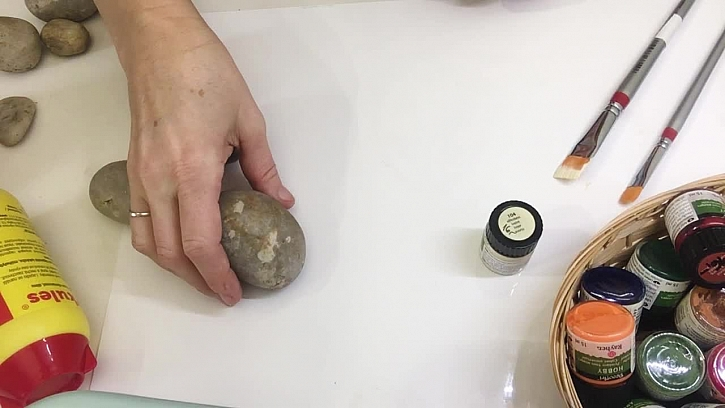 Výroba ozdobného kamene pomocí ubrouskové techniky