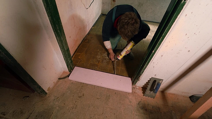 Na stavbě v Tišících pokračuje nivelace podlah, přitopit a jde se na to