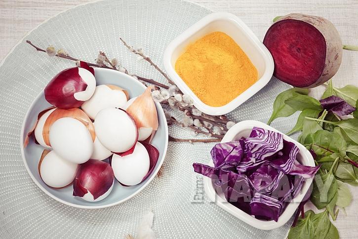 Barvení vajíček přírodní cestou