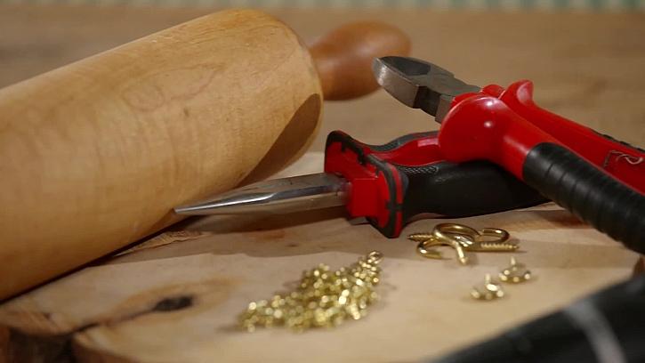 Dřevěný váleček a nářadí