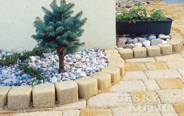 Zahrada s pohodlím zpevněných zahradních cestiček