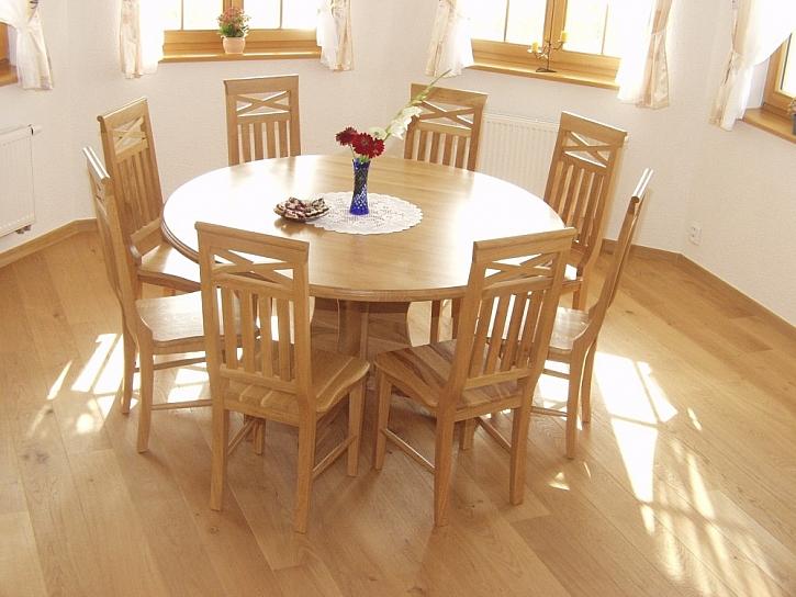 Jídelna a jídelní stůl