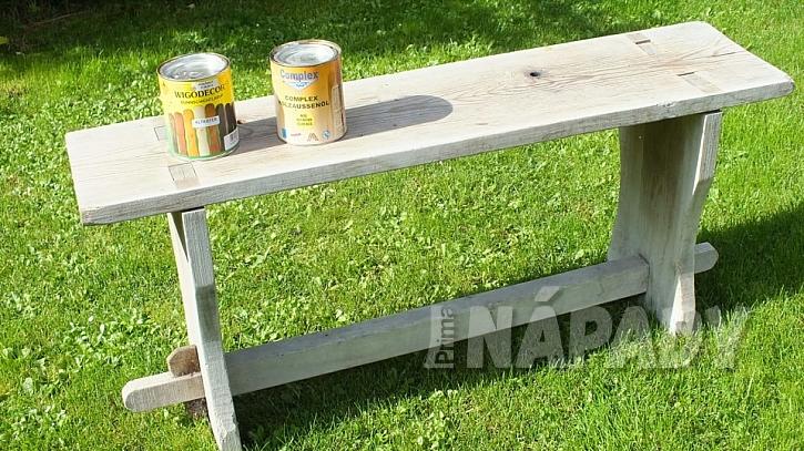 Zahradní lavice z borového dřeva s novou lazurou  1