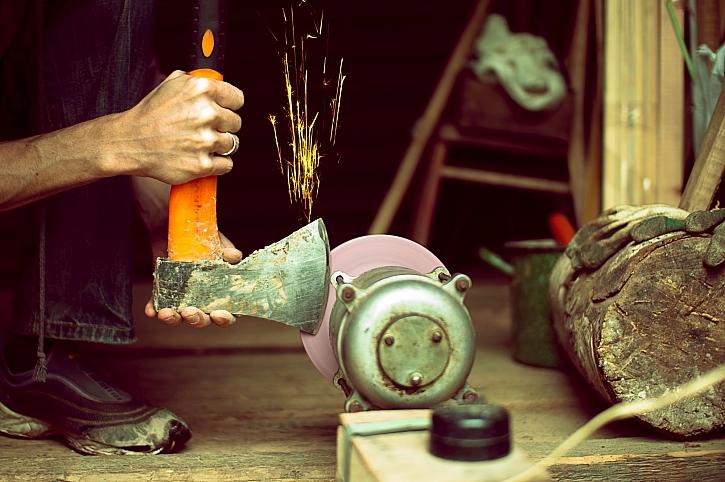 S nabroušeným nářadím půjde práce od ruky (Zdroj: Depositphotos)
