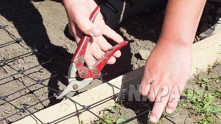 Chytrá síť jako výztuž betonu: na úpravu sítě stačí obyčejné nůžky na plech