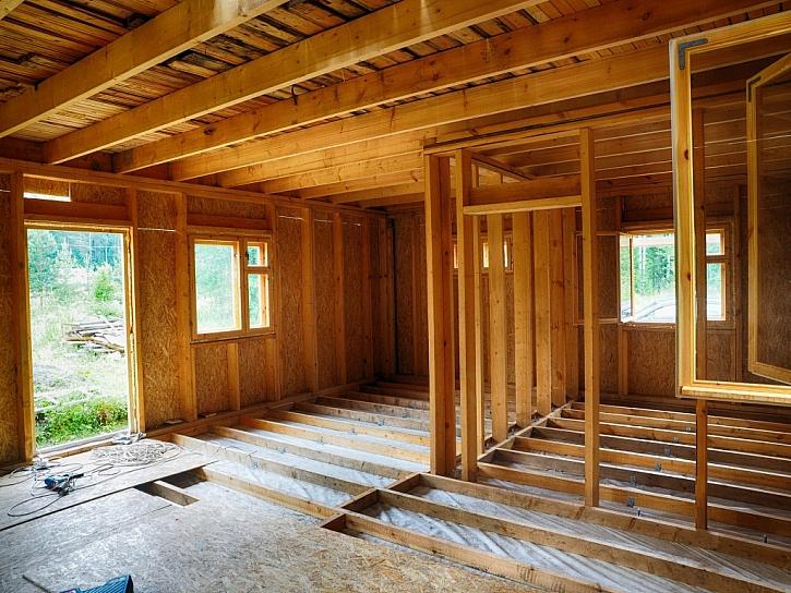 Pokládka suché podlahy v dřevěném domě
