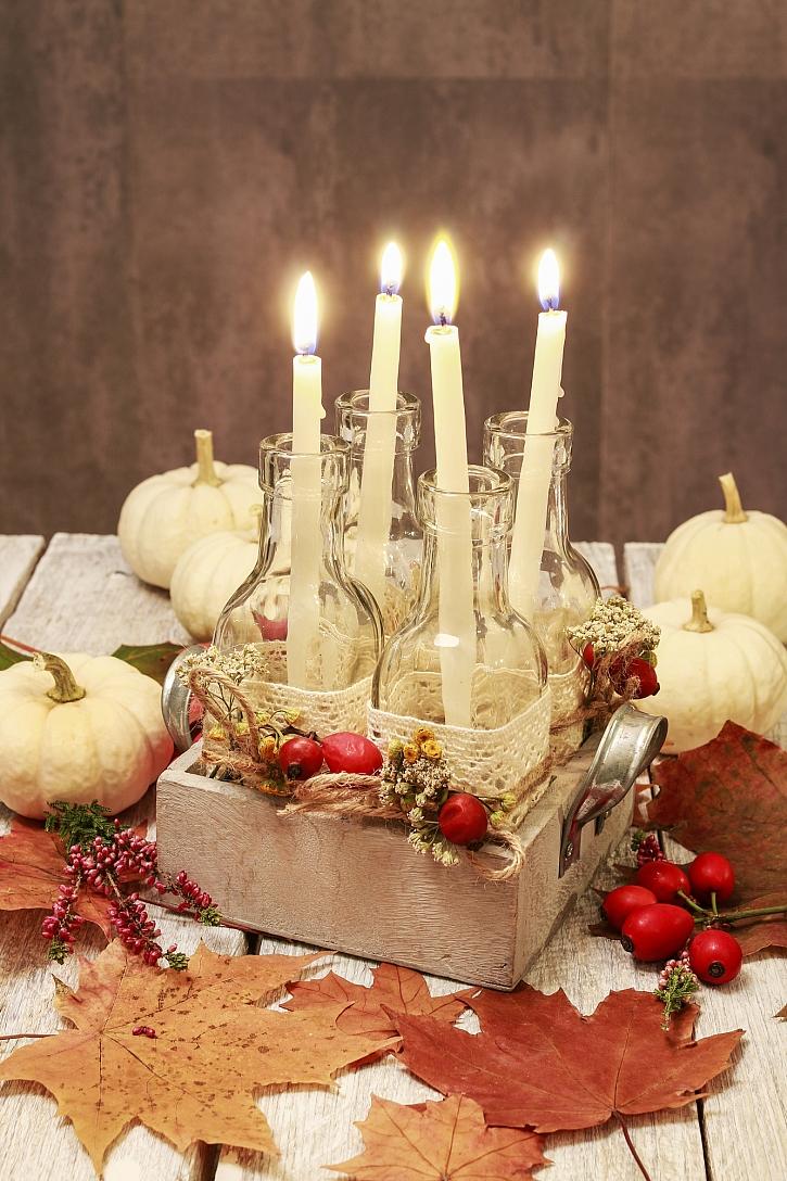 Zátiší se svícnem a dýněmi