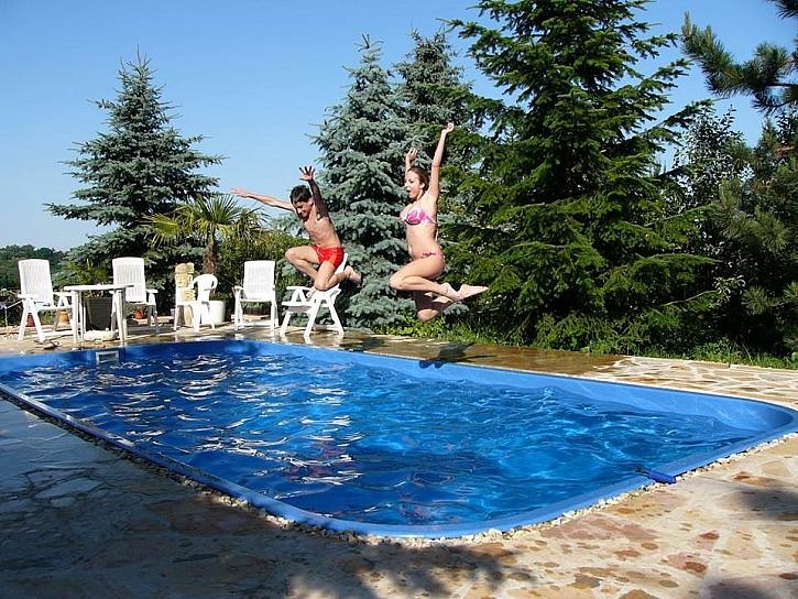 Zapuštěný bazén si užijete líp