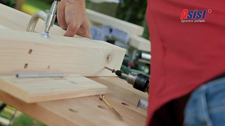 Montování konstrukce lavičky