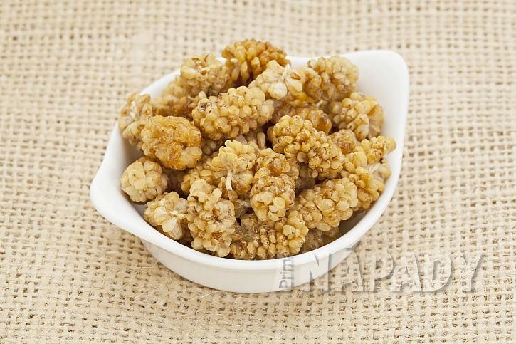 Sušené bílé moruše