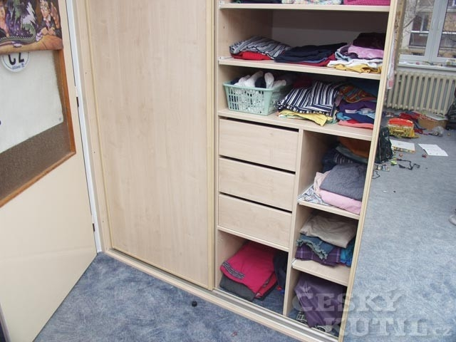 Šatna a šatní skříně