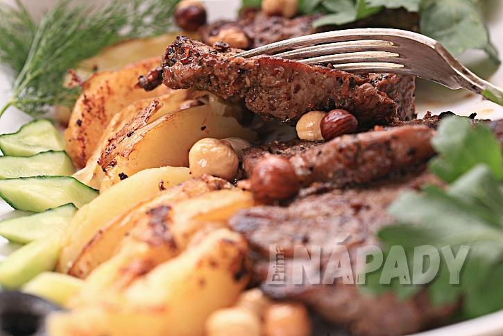 Grilovaná zelenina a maso