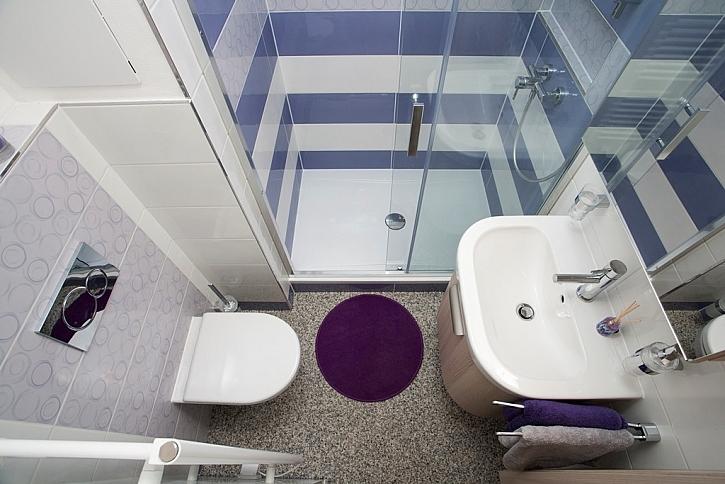 V koupelně záleží na každém centimetru, vše se musí vejít.