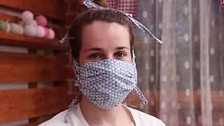 Jak ušít roušku s kapsou na filtr proti koronaviru