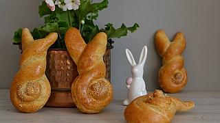 Velikonoční zajíčci z kynutého těsta: Recept na oslavu jara