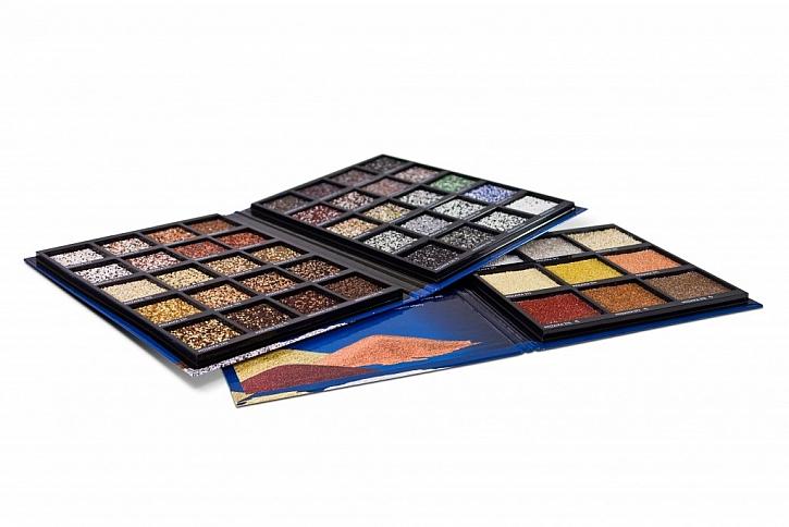 Mozaikové omítky určené zejména na soklové partie budov v nových barevných odstínech.