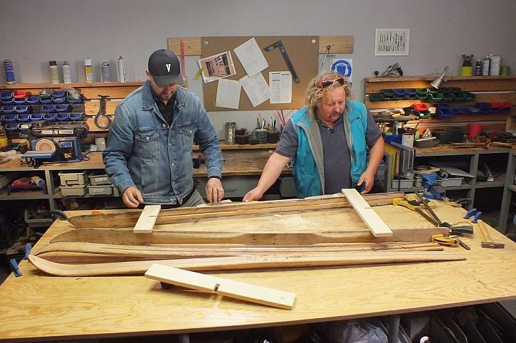 výroba věšáku z lyží