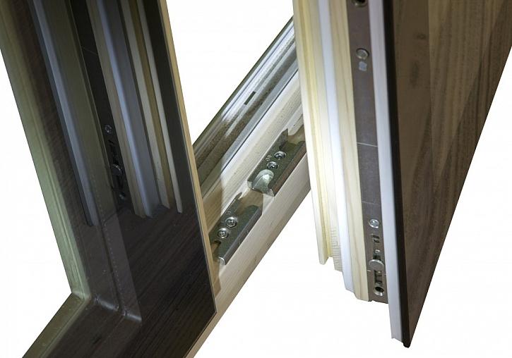 Kontrolu a údržbu kovových částí okna je potřeba provádět pravidelně
