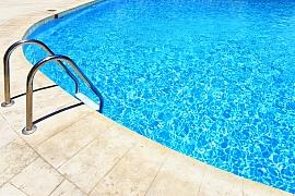 Čím a jak správně čistit bazén?