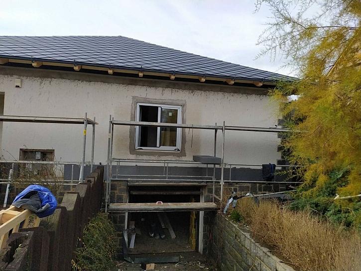 V 8. dílu Online stavebního deníku dohlédnou Fachmani na instalaci nových oken a izolaci fasády