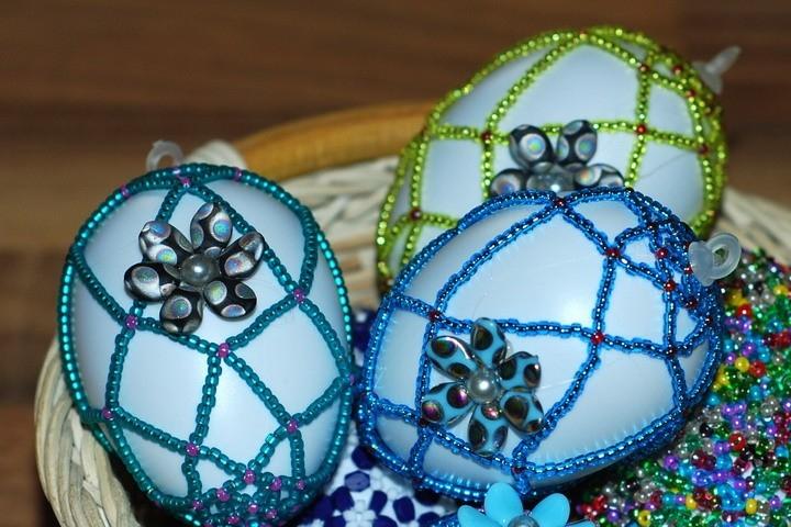 Zdobení velikonočních vajíček – korálková síťka 2